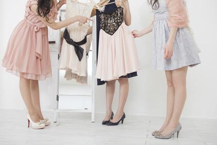 7353b036a46ff 保存版》結婚式二次会の服装マナー  女性ゲスト編  – みんなの2次会